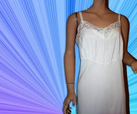 Vintage Full Slip White Lace and Embroidery XL 44
