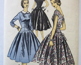 50s Advance 7043 Long Torso, Circle Skirt Dress with Back V, Front Round Neck Size 12 Bust 30