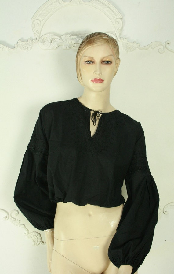 Reserved for Native 1 VTG blk moroccan embroidered top