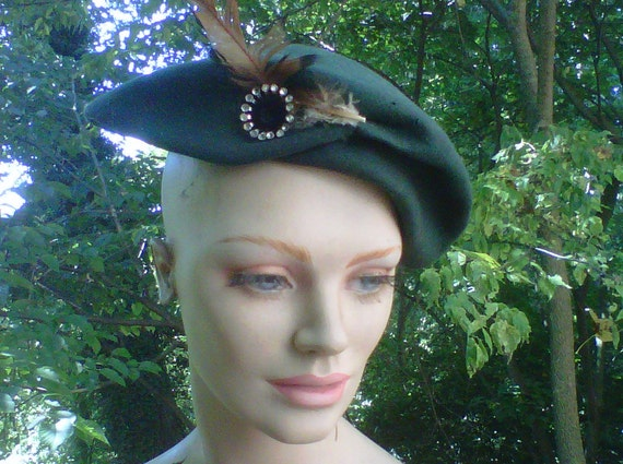 Vintage 1940s WW2 Glenover Wool Felted Asymmetrical Beret  Hat With Feather Detailing SALE