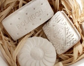 British Biscuits Ornaments: Set Of 3 Cast Biscuits In White Take Out Box