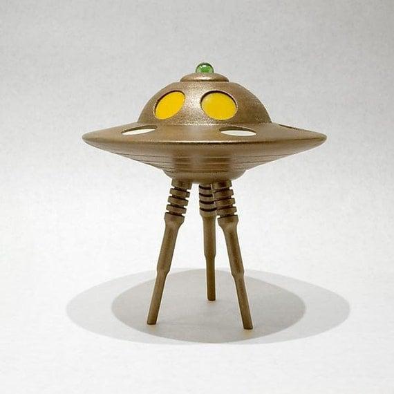 Items similar to Model of an alien tripod fighting-machine ...