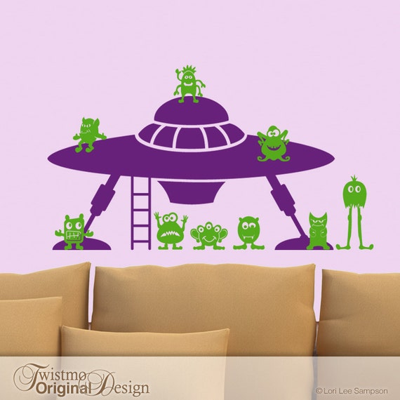UFO Lander with Little Green Men Vinyl Wall Decal, Unidentified Flying Object, Geekery Art, Kids Playroom Decor