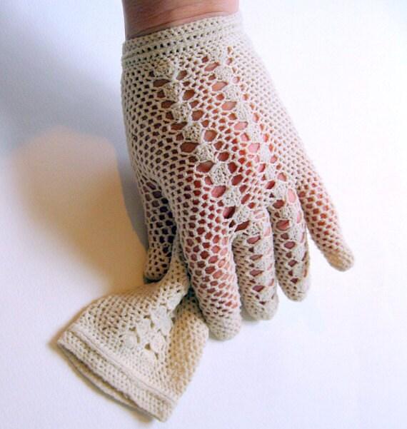 Crochet Gloves With Finger Holes >> Cream Crochet Gloves Wrist Length by autena on Etsy