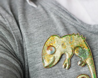 Animal jewelry - Gold and Green Chameleon Brooch