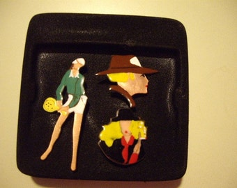 Lot of painted brooches
