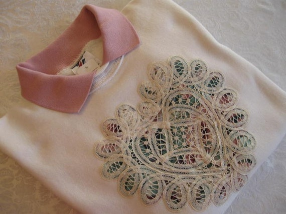 Battenburg Lace Embellished Cream Sweatshirt with Dusty Rose Collar - Medium