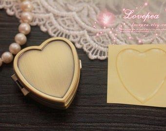 Complete DIY Kit 010--1PCS Heart-shaped Pill Box Bronez and 1PCS 3D Epoxy Resin Stickers