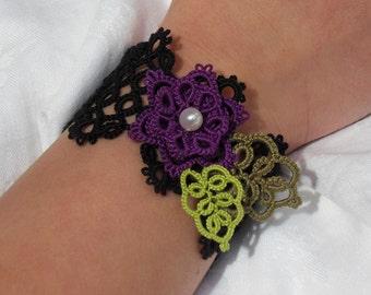 Dentelle de mon Jardin -  (Lace Cuff/Bracelet in purple & black)