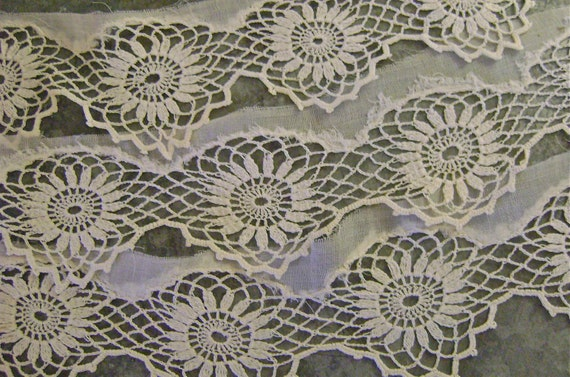 Antique Handmade Lace Trim Daisies