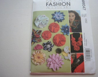 Pattern Fabric Flowers Accessories 13 Flowers McCalls 6047