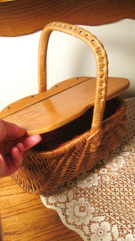 Moving Sale use code (15PERCENTOFF) Circa 40s Wicker Wood Hinged Top Purse Cotton Red Lined Nice Antique Condition