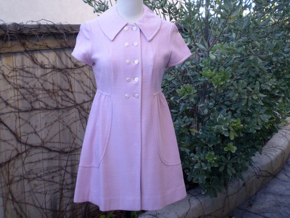 A vintage 1940s 1950s sweet pink double breasted mod mini textured high waist dress size XXS XS