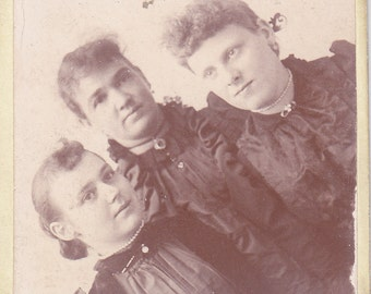 Vintage Photo - Three Young Ladies - Vintage Photograph, Vernacular, Found Photos  (KK)