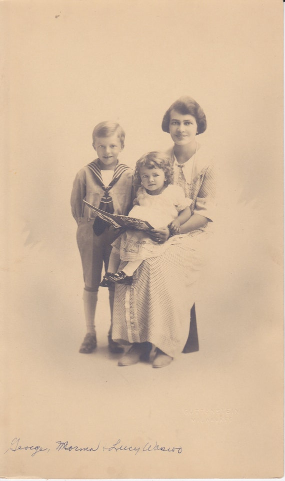 George, Norma and Lucy - Vintage Family Photograph (KK)