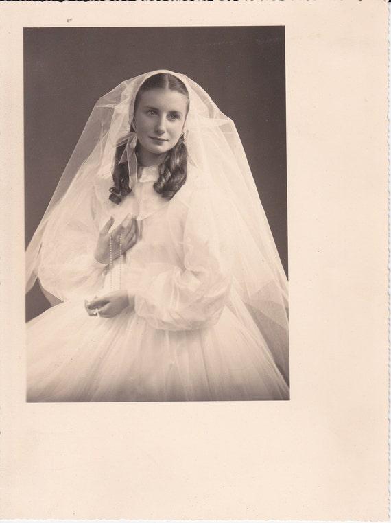Beautiful Bride Vintage Photograph (KK)