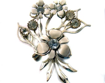 Vintage Enamel Pin White Flower with Rhinestones
