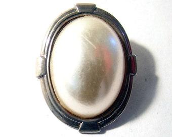 Silver Deco Brooch Silver Tone Pretty and Elegant jewelry
