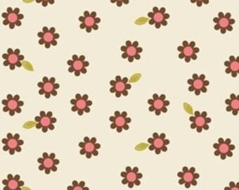 Indian Summer Cream Daisy by Zoe Pearn for Riley Blake, 1/2 yard
