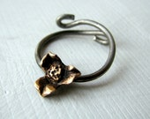 Titanium ring with bronze flower