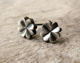 Clover earrings niobium studs