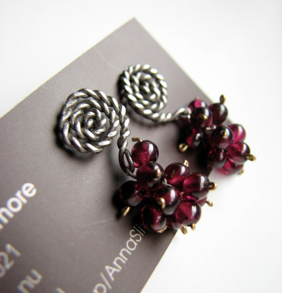 Titanium earrings garnet cluster