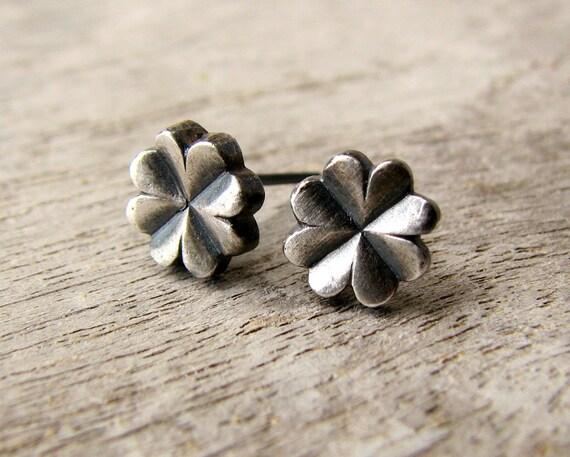 Clover earrings niobium studs