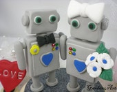 Customise Wedding Cake Topper--Robot Love with Circle Clear Base