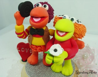 Customise Wedding Cake Topper--Kawaii Couple with circle clear base