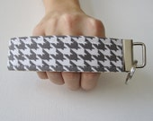 Key Fob Wristlet- Pert Peony with houndstooth out