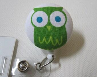 Swivel Clip Badge Reel in Clover Owl