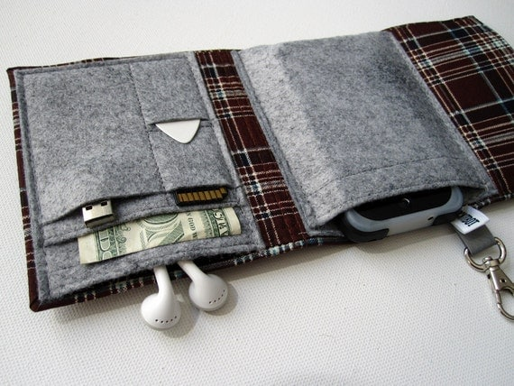 Nerd Herder gadget wallet in Perfect Plaid for iPod, Droid, iPhone, camera, earbuds, SD cards, USB, batteries, guitar picks, IDs, cards