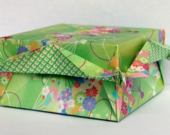 Origami Crane Corner Box - spring green paper box with flowers and fans