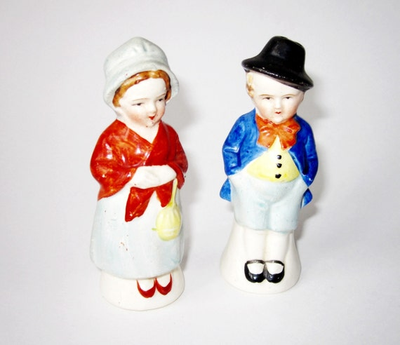 Old Edwardian English Couple- Salt and Pepper Shakers - 1950's Occupied Japan