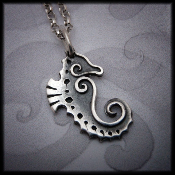 Silver Seahorse pendant - symbol of patience, strength, friendliness, protection, fidelity and love....