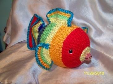 Angel Fish Amigurumi Pattern : Roy G Biv the rainbow crochet fish amigurumi
