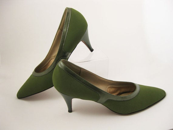 Joanie's Avocado Green Secretary Pumps - Faux Suede with Pearly Faux Leather Trim - Air Step - 1960s - Size 9 1/2