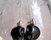 Pretty skull chain earrings in black