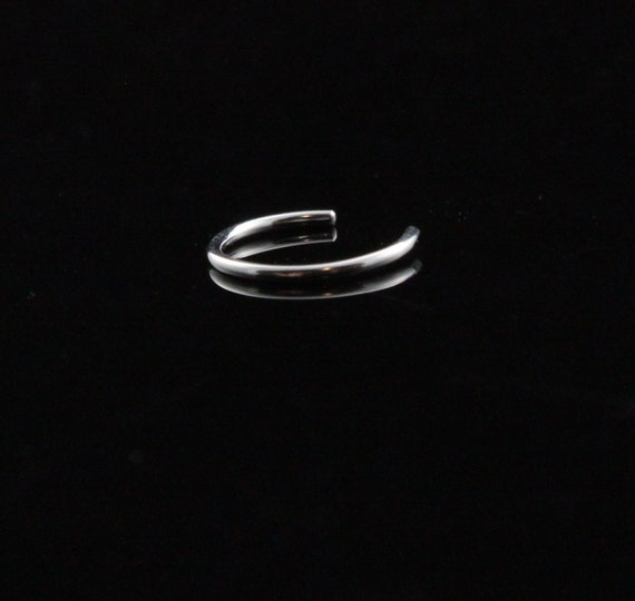 Sterling Silver faux nose ring. Smooth no pierce design. Round wire, polished, shiny. Fake nosering round hoop. Argentium. Clip on nose ring