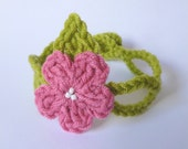 Green Crochet Bracelet with Pink Daisy Flower and White beads romantic unusual gift