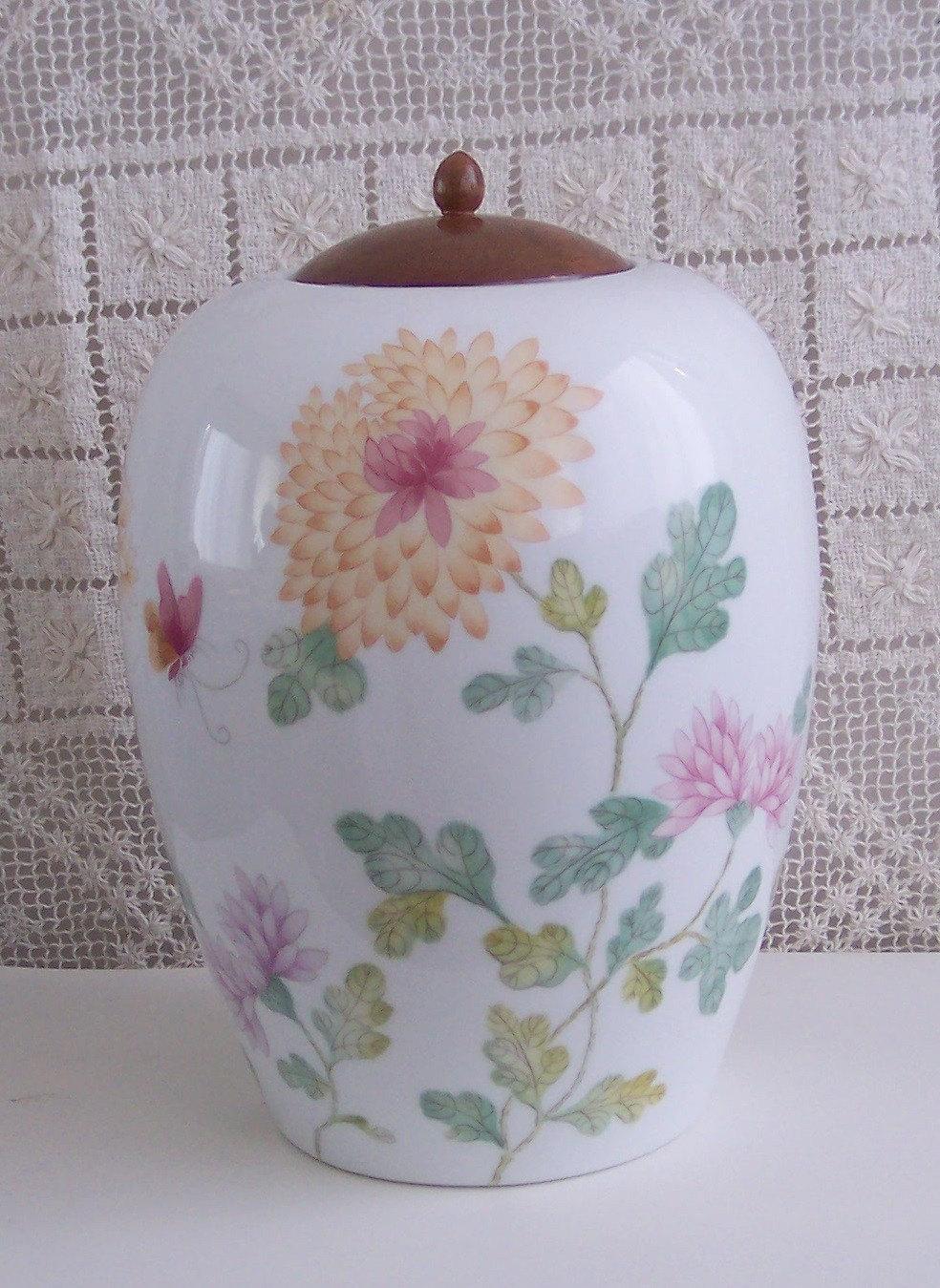 Avon Large Chrysanthemum Ginger Jar