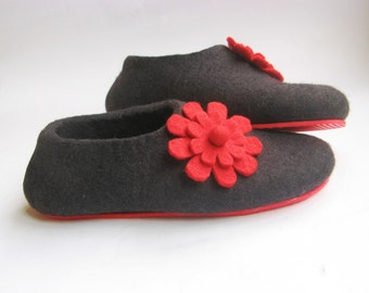 Felted Wool Slippers with Flowers, Red Black, Romantic Gift for Mom, Handmade Wool House Shoes, Minimalist Shoes, Color Blocking, 100% Wool