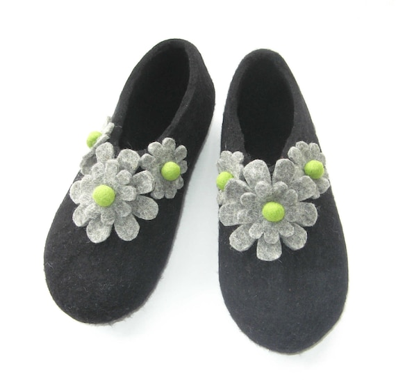 Felted Flower Slippers - Womens Shoes - Winter Slippers - House Shoes - Mothers Day Gift - Rubber Soles - Handmade Slippers - Warm Slippers