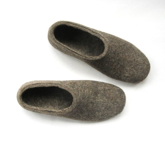 Mens Felted Slippers - Undyed Wool Shoes - Mens Shoes - Christmas in July - Minimalist Shoes - Indoor Shoes - Rubber Soles - Gift for Him