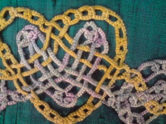 Tatted decorative Motif Celtic Heart Interweave green and gold silk Martingale