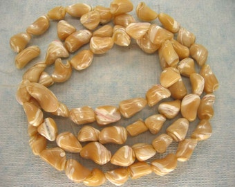 Full Strand Creamy Trochus Shell Mother of Pearl Nugget Beads