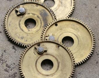Vintage clock brass gears -- set of 4 -- D5