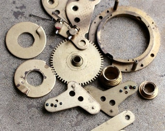 Vintage selection of assorted clock parts -- brass -- D10