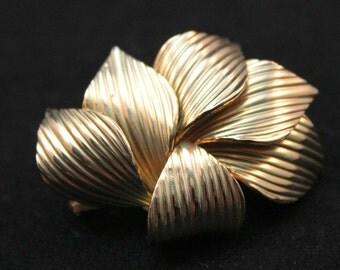 BROOCH - LEAFY gold FAN shaped brooch