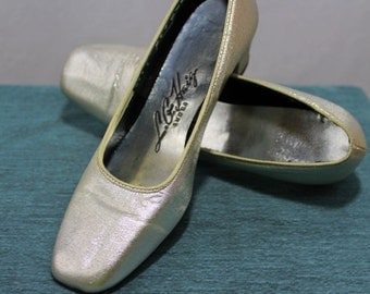 Silver heels L.G. Haig Shoes short heel 1960's metallic mod pumps dressy or everyday young ladies or womens mcm stylish cool small size 5